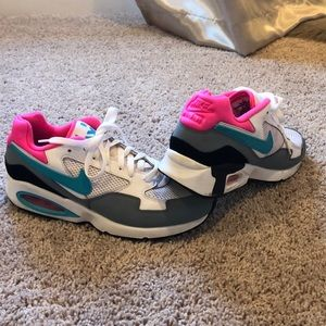 Nike Air Max ST tennis shoe